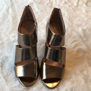 Vince Camuto Gold Heels size 9M